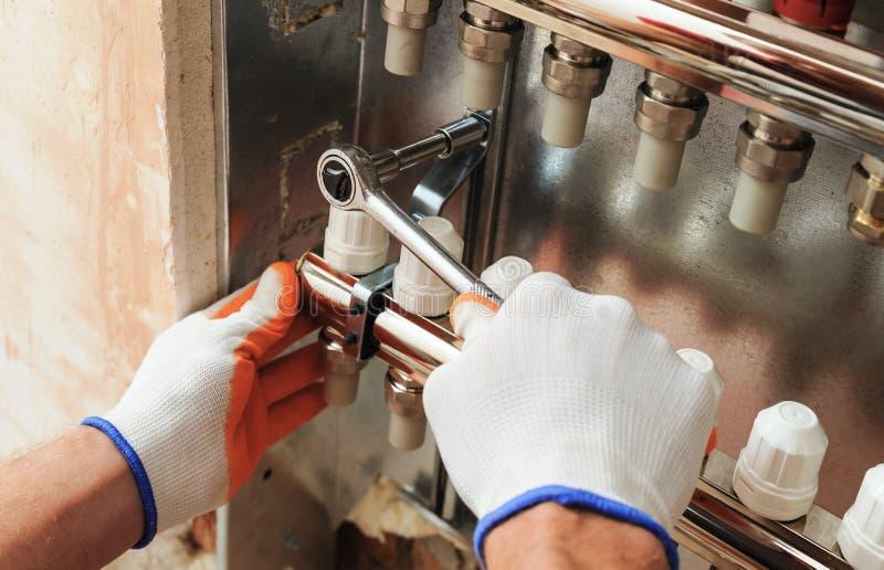 Installation du chauffage domestique photo libre de droits
