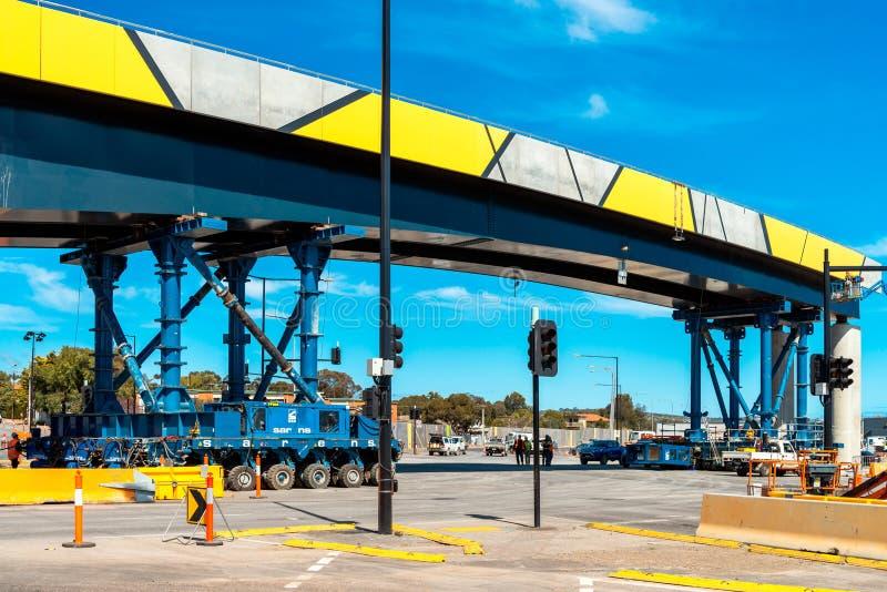 Installation för bro för Darlington ` s på den Ayliffes vägen arkivfoto