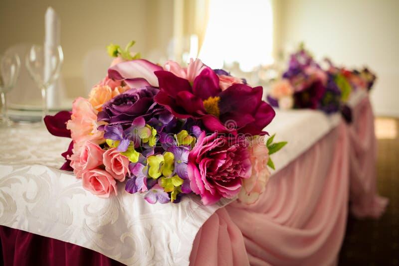 Installation impressionnante et belle de mariage Foyer sélectif toned photo stock