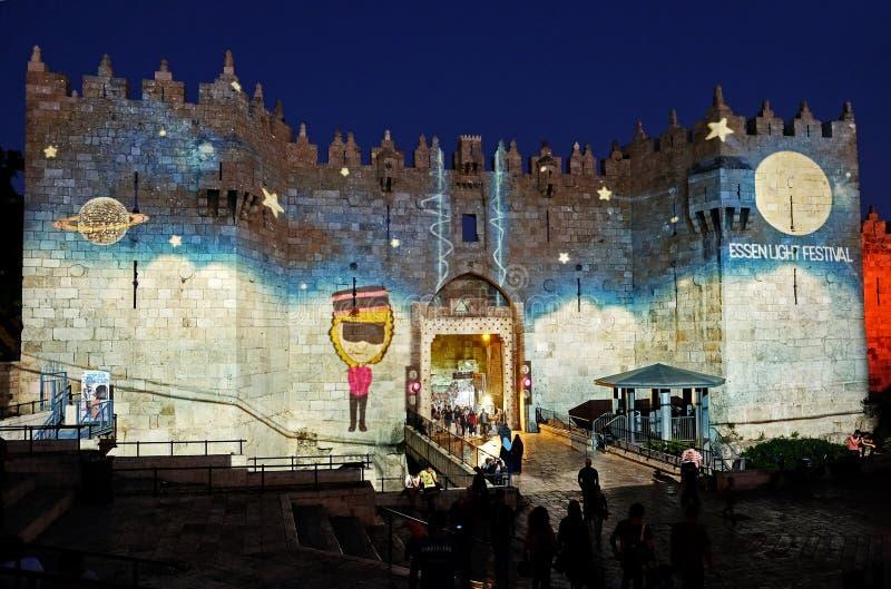 Installation légère sur des portes de Shechem Damas à Jérusalem photos stock
