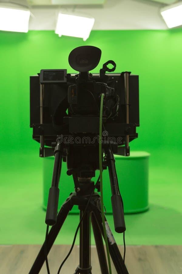 Installation moderne de studio d'écran de chroma du fond vert TV de clé photo stock
