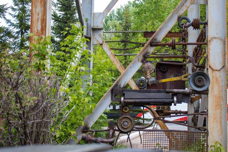 Installation moderne outils de vieux, de fer et de pièces images stock