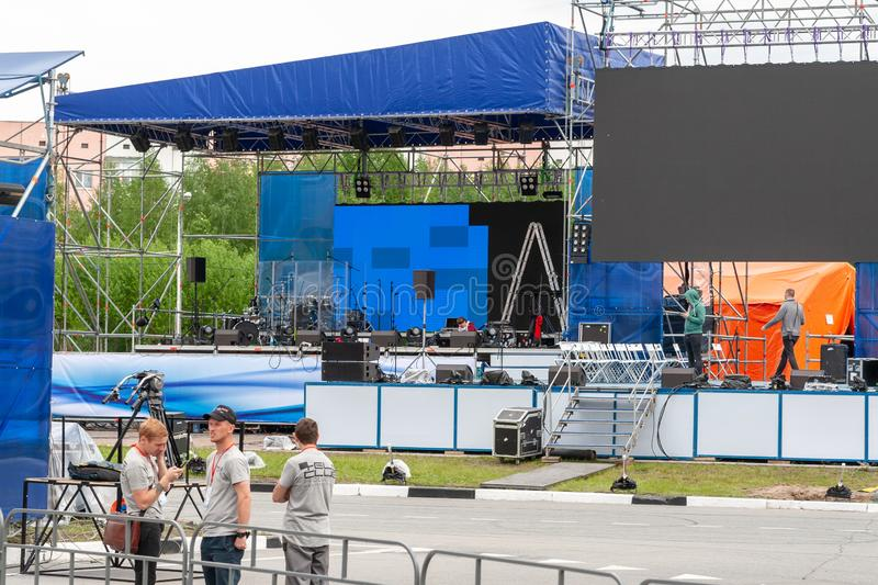 Installation of open stage for musicians stock photos