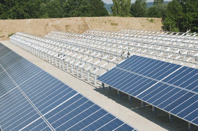 installation panels sol- royaltyfri bild