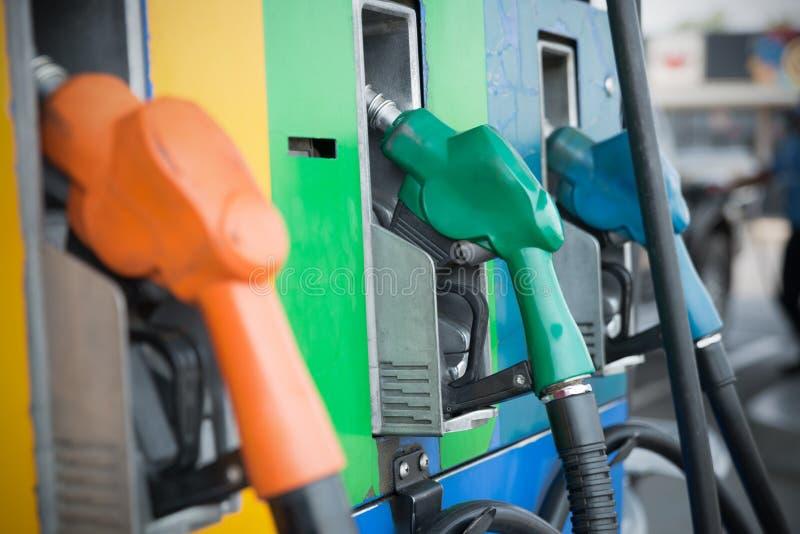 Installation principale de ravitaillement de véhicule de carburant image libre de droits