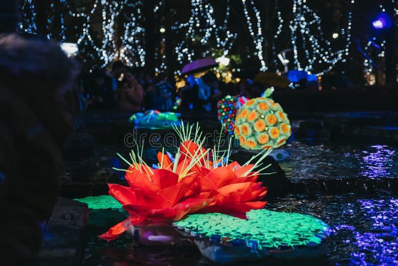 Installationen am Winter-Lichtfestival in Canary Wharf, London, Großbritannien lizenzfreie stockfotos