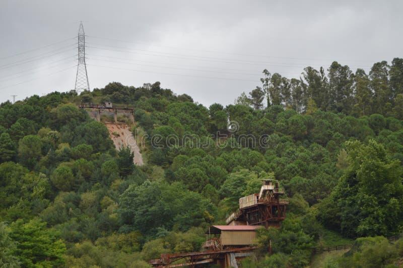 Installations d'une vieille mine d'extraction de fer en parc naturel de Cabarceno Le 25 ao?t 2013 Cabarceno, la Cantabrie vacance image stock
