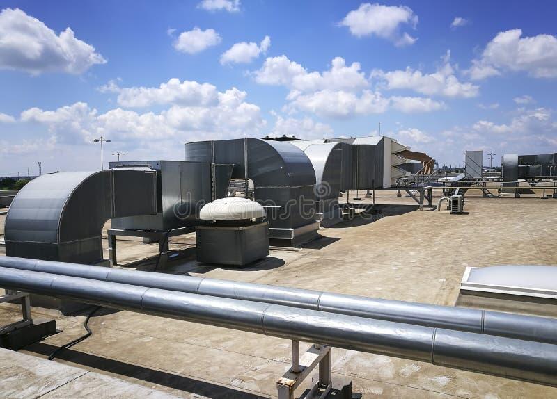 Installations extérieures industrielles de ventilation images libres de droits