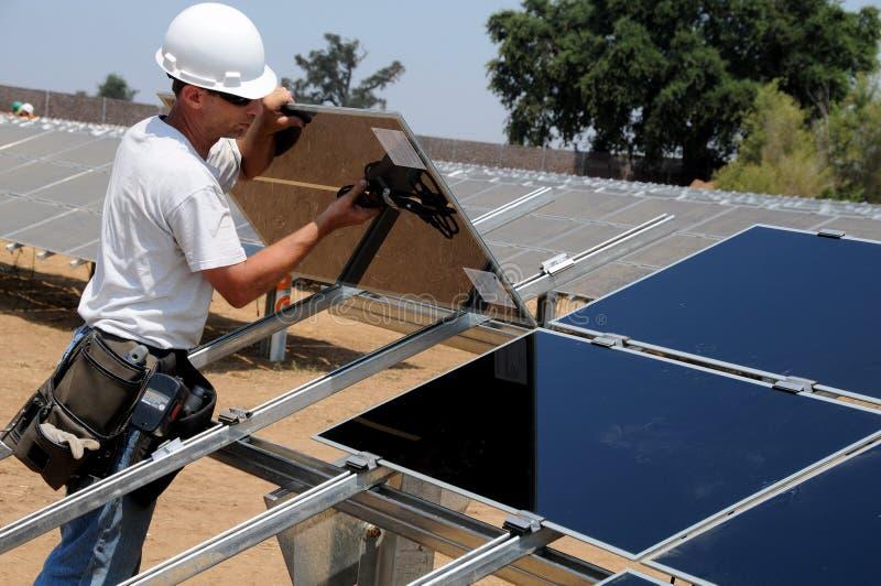 Installazione dei comitati solari 3 immagine stock libera da diritti