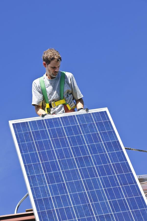 Installazione del comitato solare fotografie stock libere da diritti