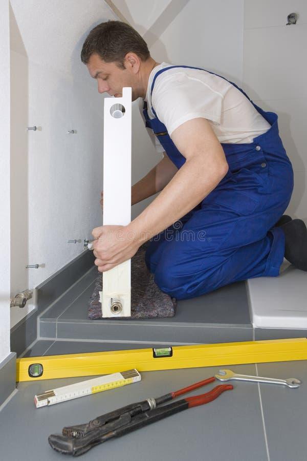 Installazione del radiatore fotografia stock