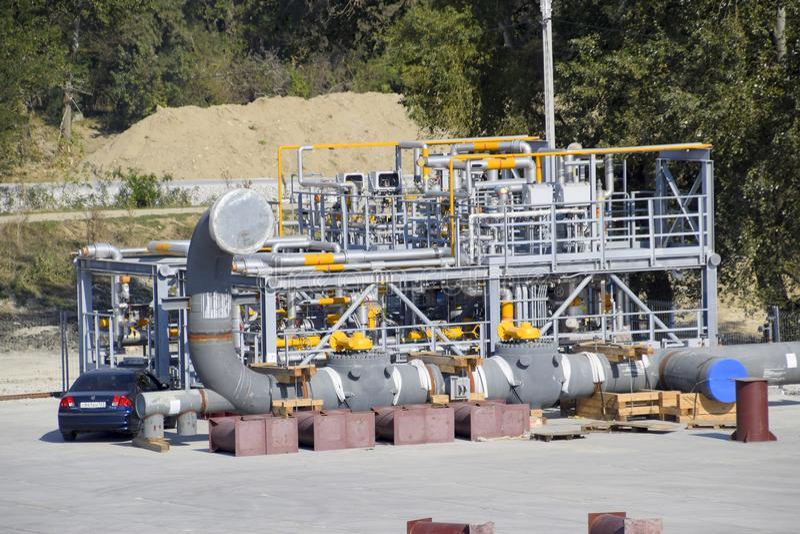 Installazione della separazione e della purificazione del gas Costruzione di un olio e di una stazione di servizio fotografia stock