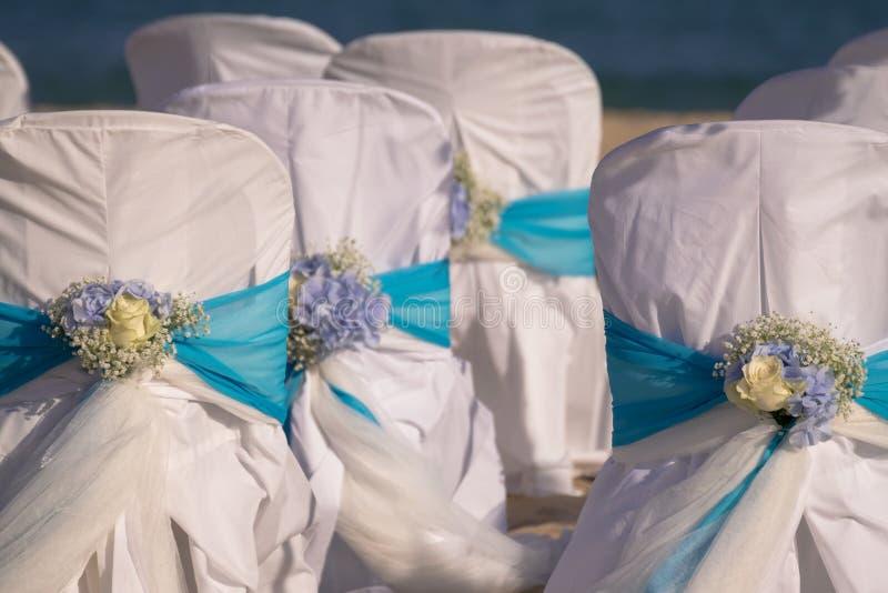 Installazione delle nozze sulla spiaggia immagini stock