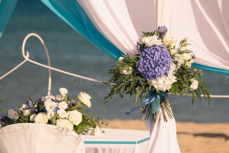 Installazione delle nozze sulla spiaggia fotografia stock libera da diritti