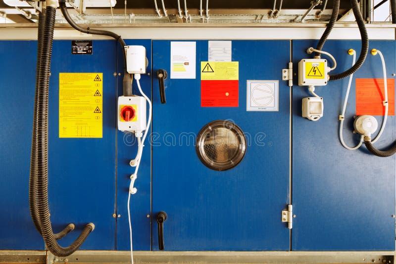 Installazione industriale per la conversione dell'energia solare in energia elettrica fotografia stock