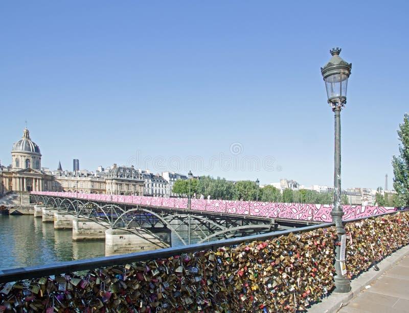Installazione temporanea di arte della via sul Pont des Arts (Parigi Francia) fotografia stock libera da diritti
