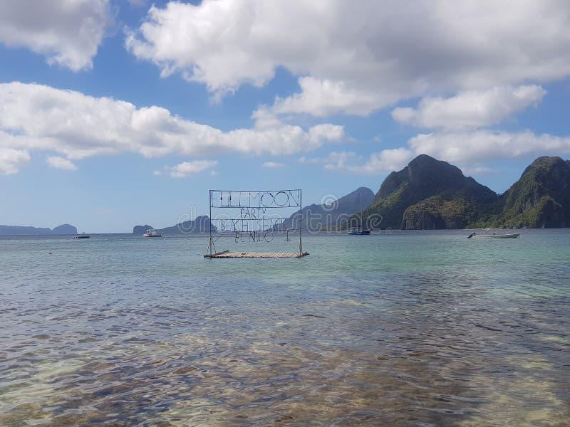 Installez pour la partie de plage de pleine lune dans le nido d'EL palawan photographie stock