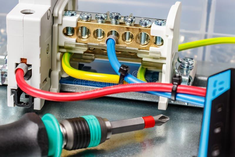 Montageplatte Mit Installierten Elektrischen Komponenten Und Drahten Stockfoto Bild Von Installierten Montageplatte 88590872