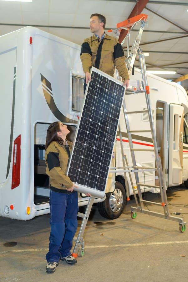 Instalować panelu słonecznego obrazy royalty free