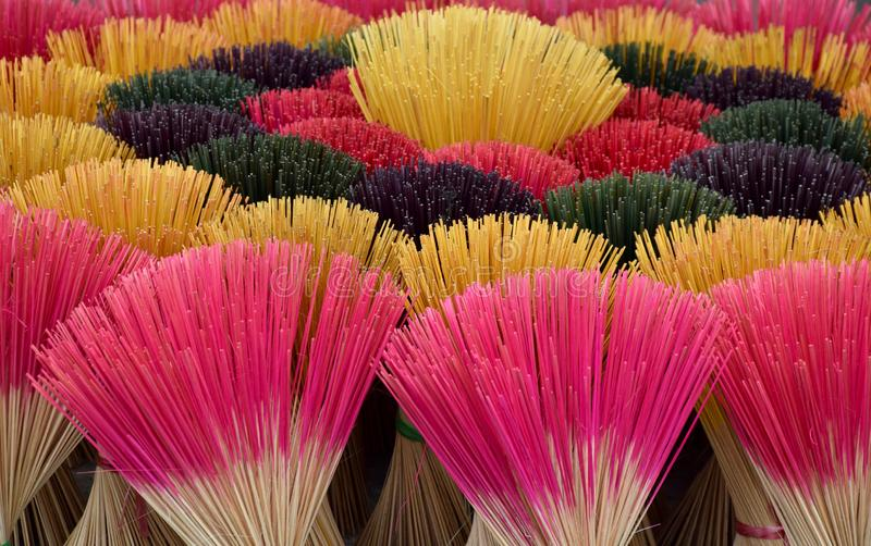 Instantâneo colorido dos incenso fotografia de stock royalty free