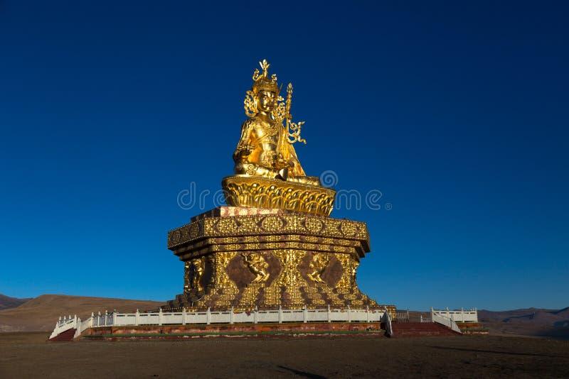 A instituição de Yarchen Gar Buddhist perto de Serthar em Kham, Tibet oriental foto de stock