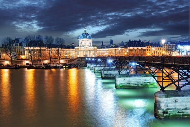 Institut de Francja budynek w Paryż, Francja przy nocą obraz royalty free