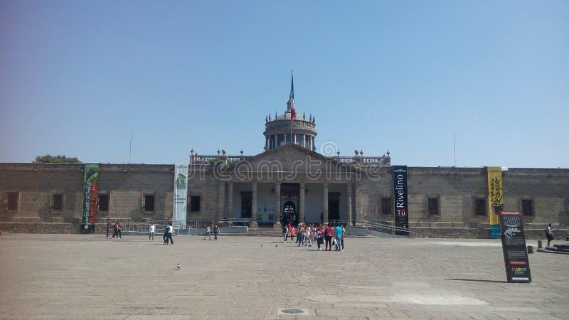 Instituto文化Cabañas门面在一好日子 库存图片