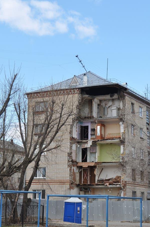 Instorting van een hoek van gewoonde in het vijf-vloer huis Tyumen, royalty-vrije stock afbeeldingen