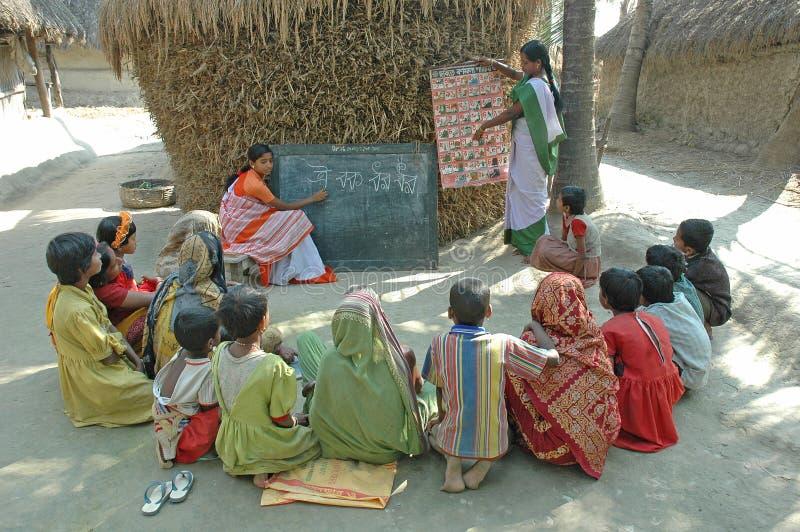 Instrução da vila em India fotos de stock