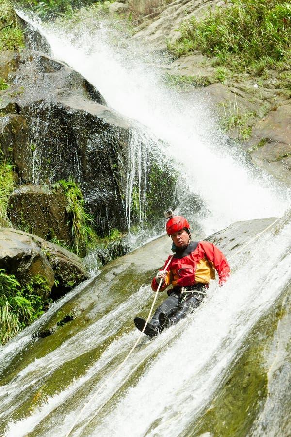 Instructeur Chamana Waterfall de descente de canyon photo stock