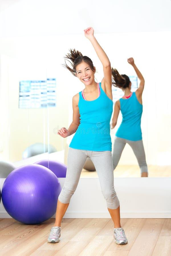 Instructeur de danse de forme physique de zumba d'aérobic de gymnastique photo libre de droits