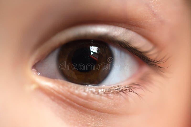 Instruction-macro d'oeil d'enfant photo stock