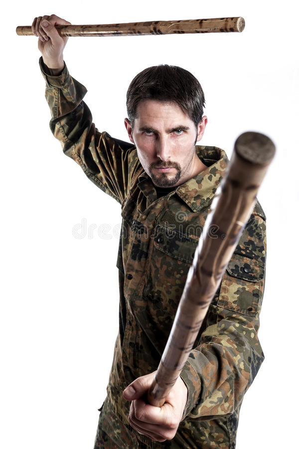 Instructor de la autodefensa con los palillos de bambú fotos de archivo
