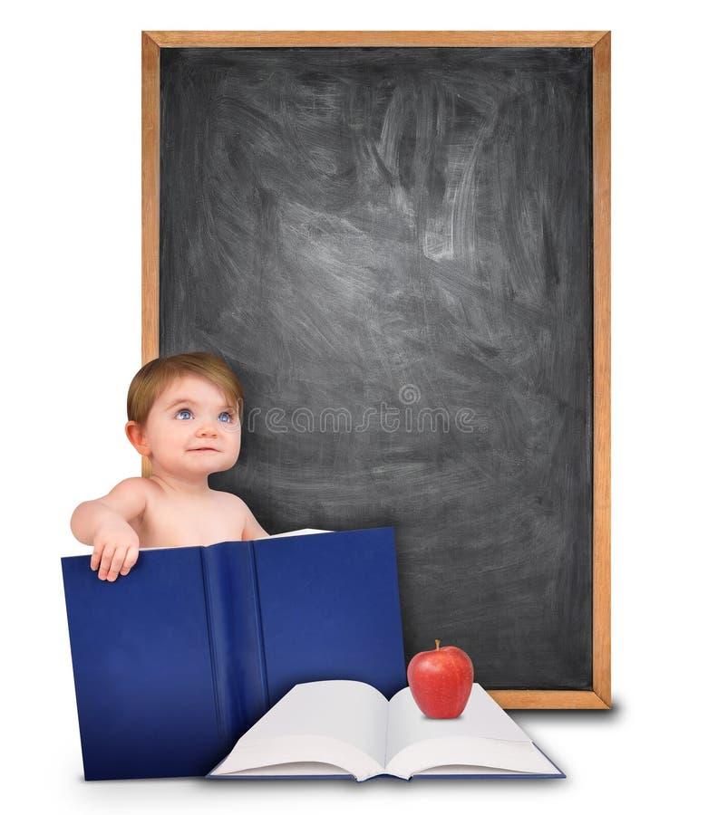 Instruisez la chéri avec le livre et le tableau images libres de droits