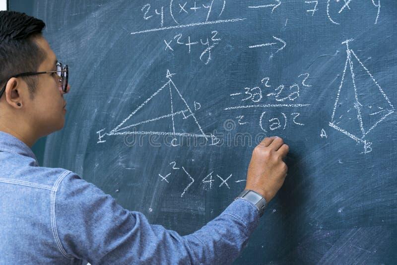 Instruktörer undervisar matematik arkivbild