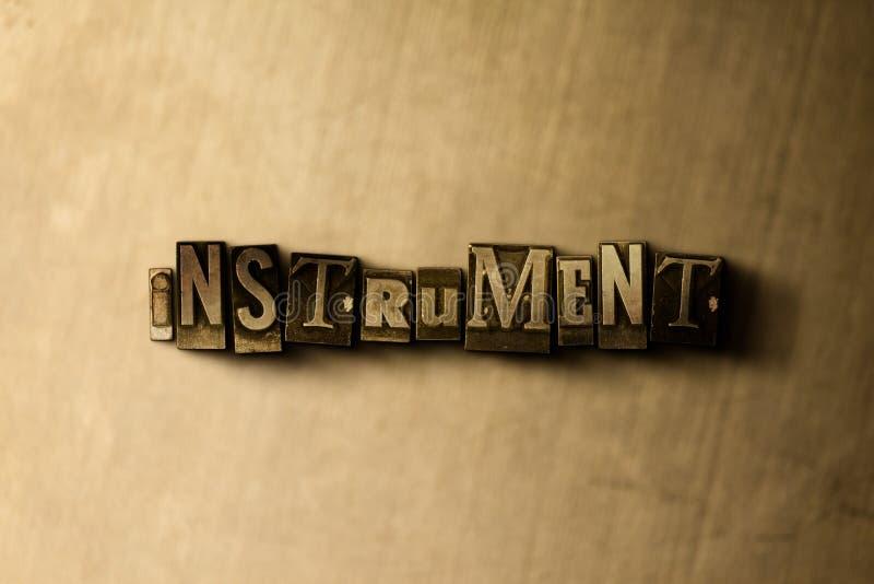 INSTRUMENT - close-up van grungy wijnoogst gezet woord op metaalachtergrond stock illustratie