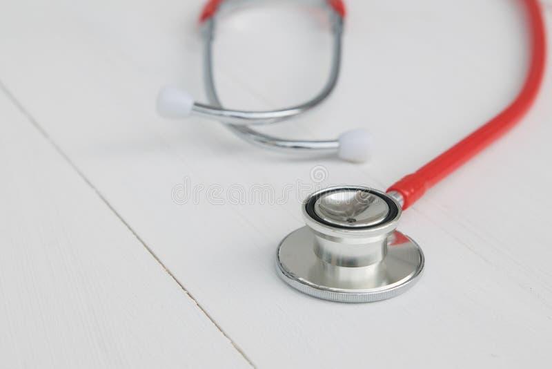 Instrument de docteur sur le fond blanc photographie stock libre de droits