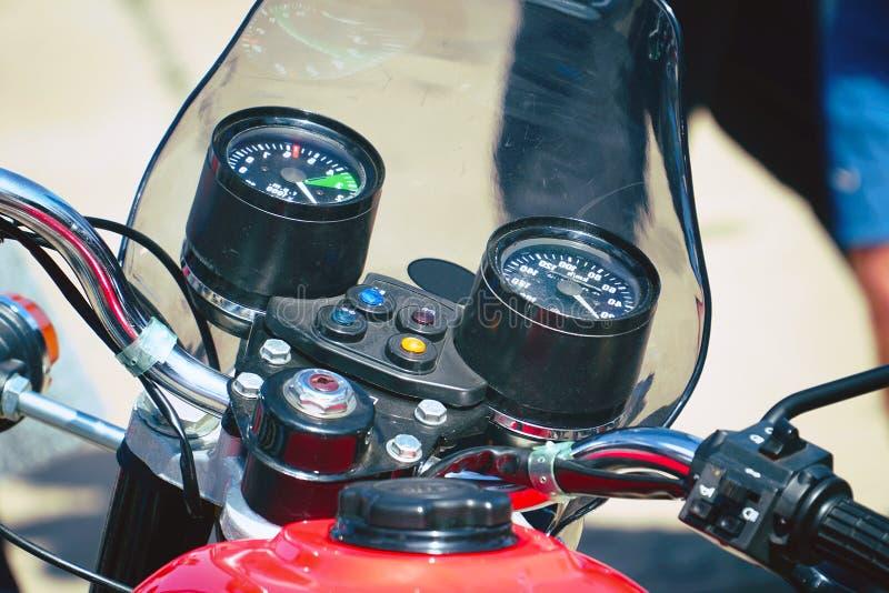 Instrumentbräda av en gammal motorcykel royaltyfri foto