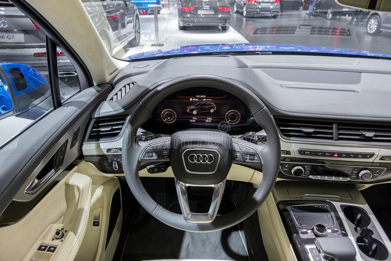 Instrumentbräda för Audi Q7 bilinre royaltyfri fotografi