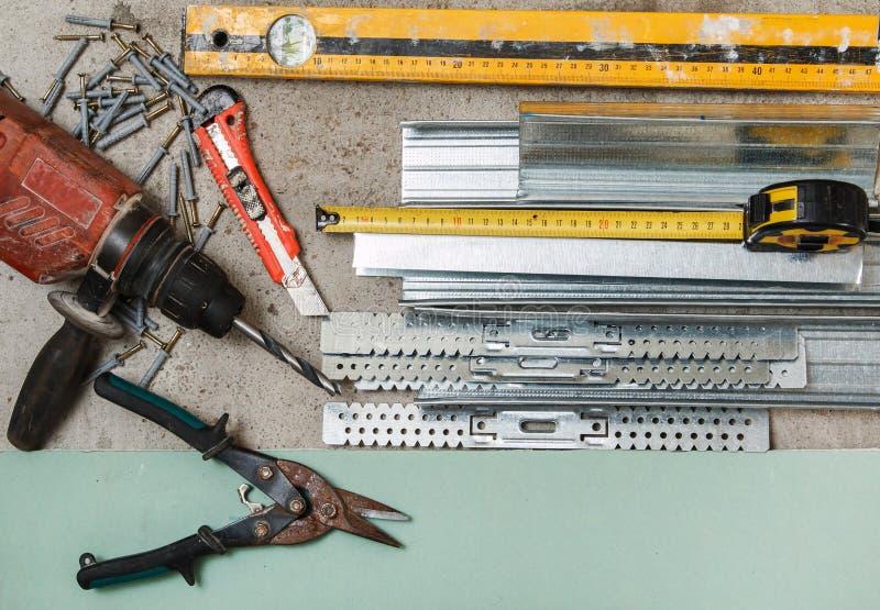 Instrumenten voor bouwstijl een gipsplaatmuren stock foto's