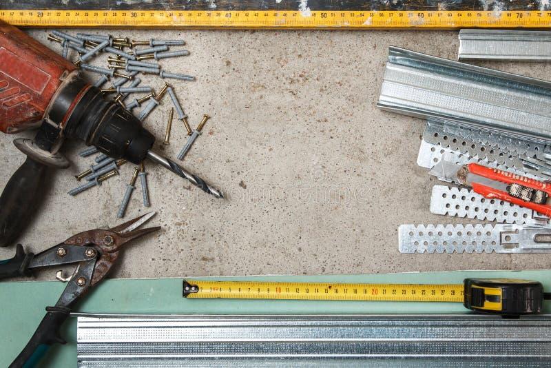 Instrumenten voor bouwstijl een gipsplaatmuren stock afbeeldingen