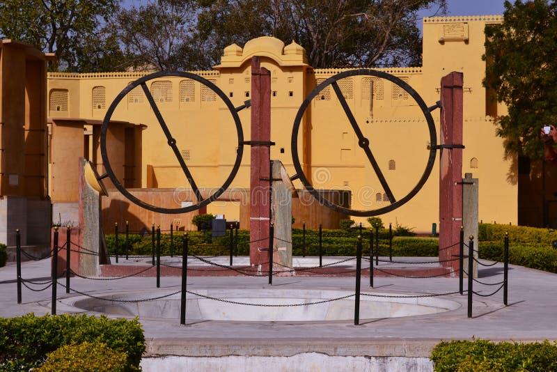 Instrumento anular (yantra do chakra) no obervatório astronômico jaipur, Rajasthan, india imagens de stock