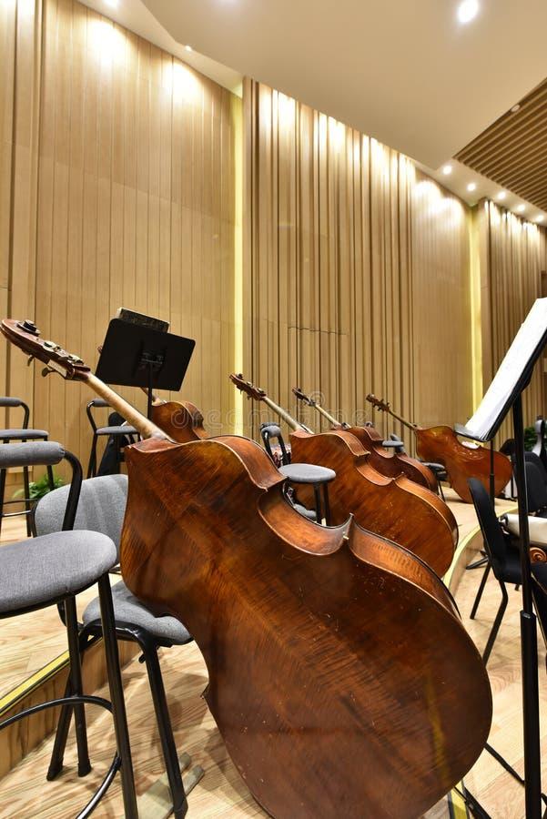 instrumento de la sinfonía del violoncello imagen de archivo