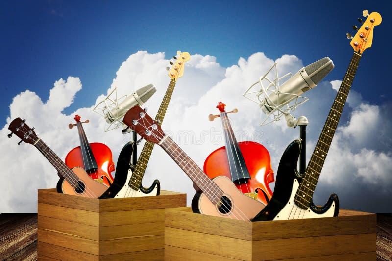 Instrumento de música na caixa de madeira fotografia de stock royalty free