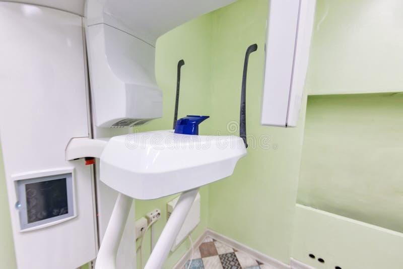 Instrumento interior, dental médico do diagnóstico de raio X do close-up Conceito do Stomatology fotografia de stock royalty free