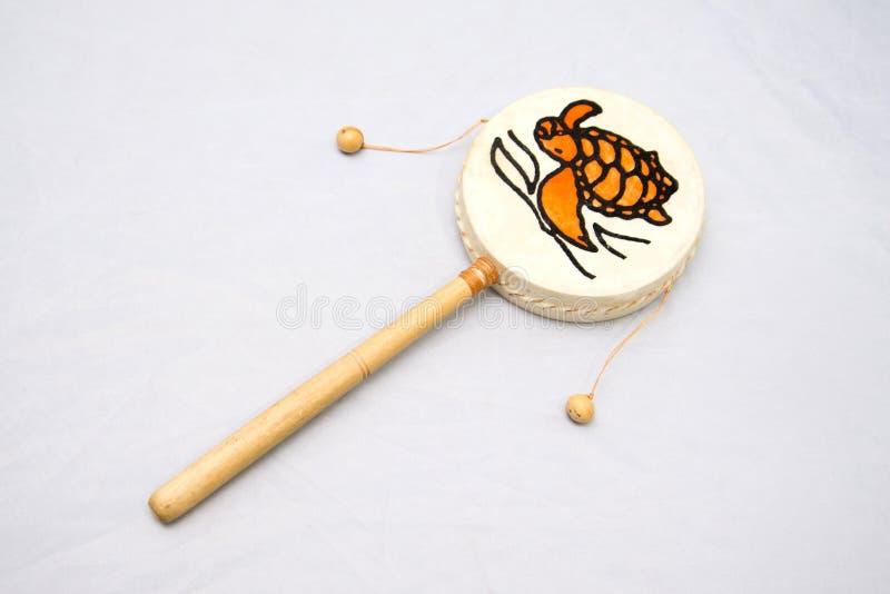 Instrumento musical étnico Instrumento de percussão do cilindro com um punho Damaru fotos de stock royalty free