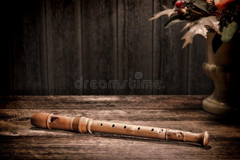 Instrumento musical antiguo de la flauta de madera vieja del registrador imagen de archivo libre de regalías