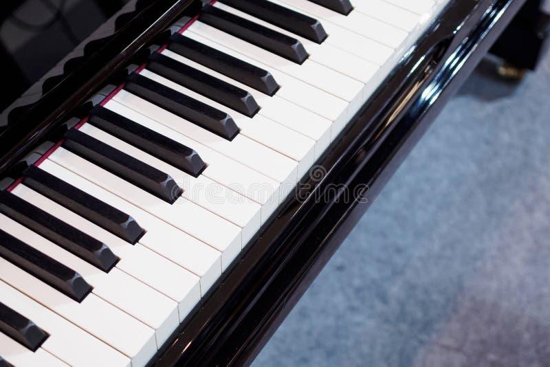 Instrumento musical do fundo do teclado de piano imagens de stock royalty free