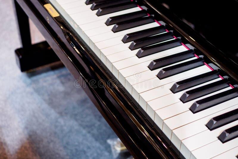 Instrumento musical do fundo do teclado de piano fotografia de stock