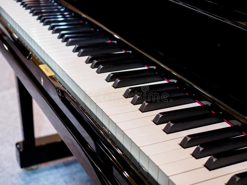 Instrumento musical do fundo do teclado de piano foto de stock